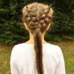 Schüler frisuren mit anleitung für lockiges Haar mit Zöpfen