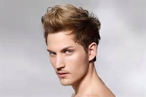 Einzigartig Und Unterscheidet Sich Von Der Frisuren Für Männer Mit Geheimratsecken
