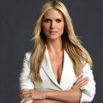 Frisuren Lang Stufig Blond Glattes Haar, Die Frauen Zu Machen Scheinen, Elegant Und Schön