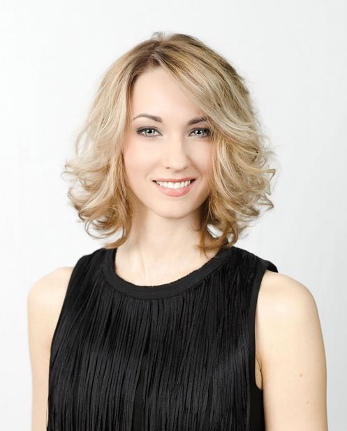Frisuren Damen Für Eine Halbe Lange, Gewellte Blonde Haare