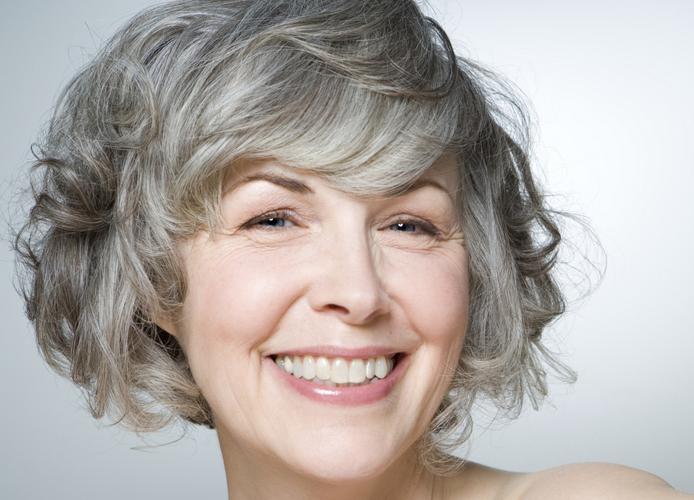 Frisuren Damen Mittellang Für Frauen Mittleren Alters Und Gewelltes Haar