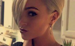 beliebte-und-trendy-pixie-cut-frisuren-blond-damen-bilder-geeignet-auch-fur-frauen-stil-rundes-gesicht