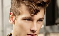 Coole Frisuren Für Männer Kurz Und Leicht Gewelltes Haar, Unten Kurz.