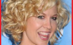coole-kurz-frisuren-mit-locken-blond-bob-damen-bilder-so-dass-sie-erscheinen-frohlich-und-eignet-sich-fur-sie-auf-eine-party-zu-gehen