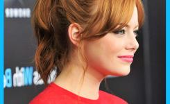 emma-stone-braun-haare-stylen-grose-idee-freche-frisuren-halblang-mit-pony-schone-haare-durch-kleben-zopfe-zuruck-red-shirt-mit-dieser-frisur-abgestimmt