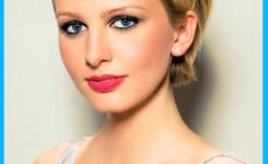 festliche-frisuren-kurze-blond-haare-zum-selbermachen-asymmetrische-haar-mit-einer-spitzkehre-auf-der-linken-seite-des-kopfes-schon-und-attraktiv