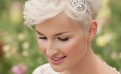 haarschmuck-und-kopfputz-frisuren-zur-kommunion-fur-kurze-und-blond-haare-die-verwendung-von-stirnbander-die-geeignet-fur-dunnes-haar-sind