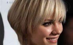 Kühle Moderne Frau Erscheinen Mit Frisuren Frauen Mittellang
