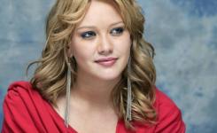 Lange haare gewellte frisuren für ovales gesicht, Hillary Duff. Große Idee für lange blonde Haare unter den Achseln.