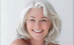 Mittellange grau haare frisuren für ältere damen. Trendfrisuren jung aussehen und schön bleiben.