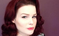 schone-pin-up-frisuren-schulterlang-roten-haaren-klassisch-elegante-frisur